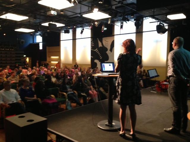 SEE-2013_moderatorpublik och moderator Jenny Eklund