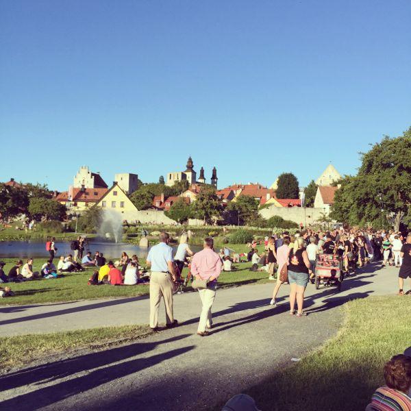 Almedalen, den park som fått ge namn till hela samhällsmässan i Visby.